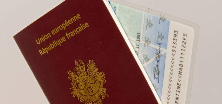FOTO 1 - Passeport et carte d identite